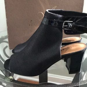 Shoes - Azura Italian ankle bootie Shoes Blk peep toe NWT